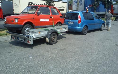 How to put Fiat 126 on a small trail pulled by Skoda Roomster